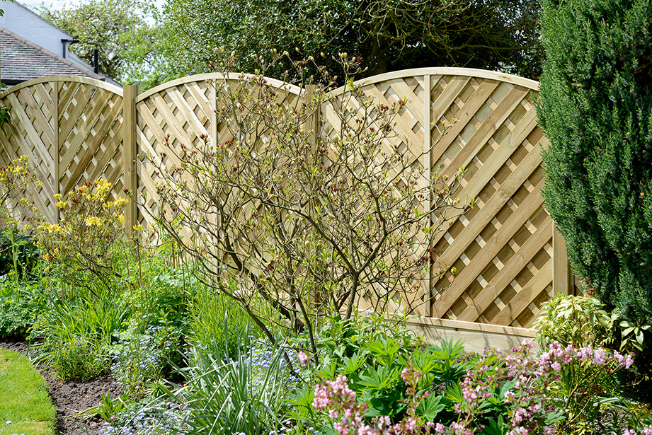 This Elite Panel features V-shaped chevron style slats and an arched top which creates a decorative run of fencing. The sturdy timber slats are planed, rounded and grooved for a superior finish and pressure-treated for a natural look and protection against wood rot.
