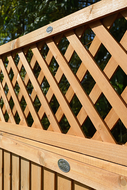 The lattice style trellis has a rebated double frame for extra strength and manufactured from fine sawn timber for an extra smooth finish. Ideal as a privacy screen, the Highgrove is pressure-treated in a golden brown treatment which offers protection against wood rot and fungal decay.