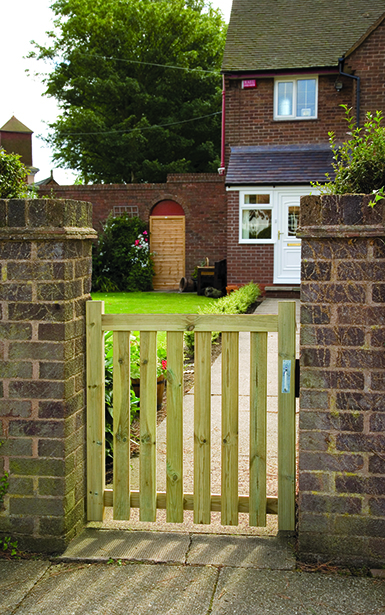 The Pale Gate is great to use with a variety of styles of fencing. Manufactured from top quality, planed and pressure-treated timber enabling protection from the elements.