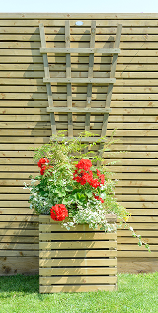 This robust square planter is a perfect addition to the Grange Contemporary fence panel and structures range. It comes with a liner and fully assembled, so is ready to be planted immediately. The planed and rounded slats are pressure treated for a high quality finish and an extra decorative look.