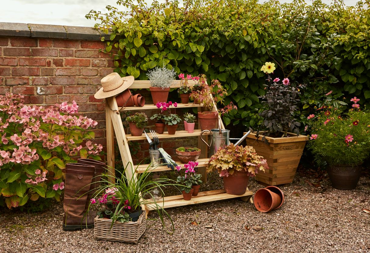 This dynamic Step Planter adds a unique decorative element to your garden. It is ideal for displaying potted plants and accessories and sits well beside plants and flowers. The pressure treated timber protects against wood rot and decay and ensures longevity in use.